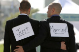 US Supreme Court rules gay marriage is legal nationwide