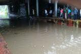 Heavy rain brings Mumbai to a standstill; flights, trains delayed