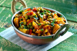 Mama's Punjabi Recipes: Sukha Mutter Paneer (Sauteed Peas And Cheese)