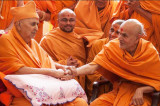 His Holiness Mahant Swami Maharaj of BAPS Arrives in North America