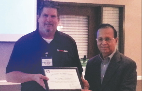 ASIE Board of Advisor Dinesh Shah (right) presenting a Certificate of Appreciation to Speaker Craig Wooard of RamJack.
