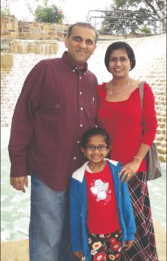 Swapan Dhairyawan with wife Pallavi and daughter Eesha.