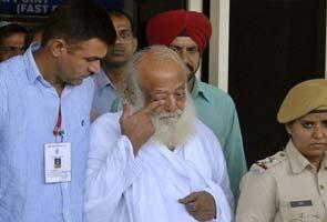 Spiritual leader Asaram Bapu with the police at Jodhpur prison