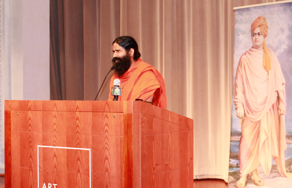 Swami Ramdevji speaking where Vivekanand spoke in Chicago. Photos : Vijay Pallod
