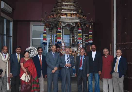 In front of the majestic Ratham, Indian Ambassador Dr. Subrahmanyam Jaishankar, and Consul General Parvathaneni Harish, and visitors with MTS executive board and Sam Kannappan.