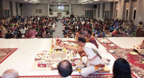Sunday March 2, Mahasivaratri came to a beautiful culmination with the Maha Mrtunjaya Homa.  Praying for spiritual upliftment and good health for everyone, hundreds of families chanted the Mrtyunjaya Mantra 108 times.