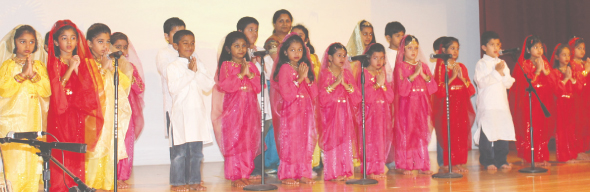 Arya Samaj children performing                                        Photos: Vageesh Shrivastava and Vijay Pallod