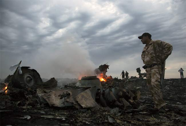 malaysian-airlines-mh17-crash-650