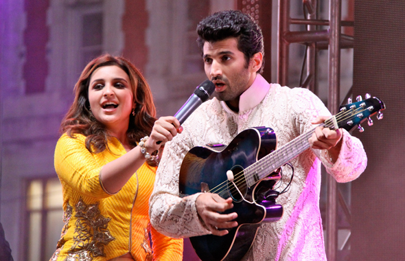 Shaan and the Crowd (left) and Parineeti Chopra and Aditya Roy Kapur Performing Live on Stage.   Photos: Vijay Shah