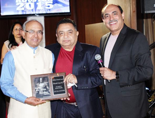 Dr. Ashutosh Gupta receiving Bhishm Pitamah and Lifetime    Achievement Award (fr L to R Dr Gupta, Dr Sodhi, Dr Suneja).