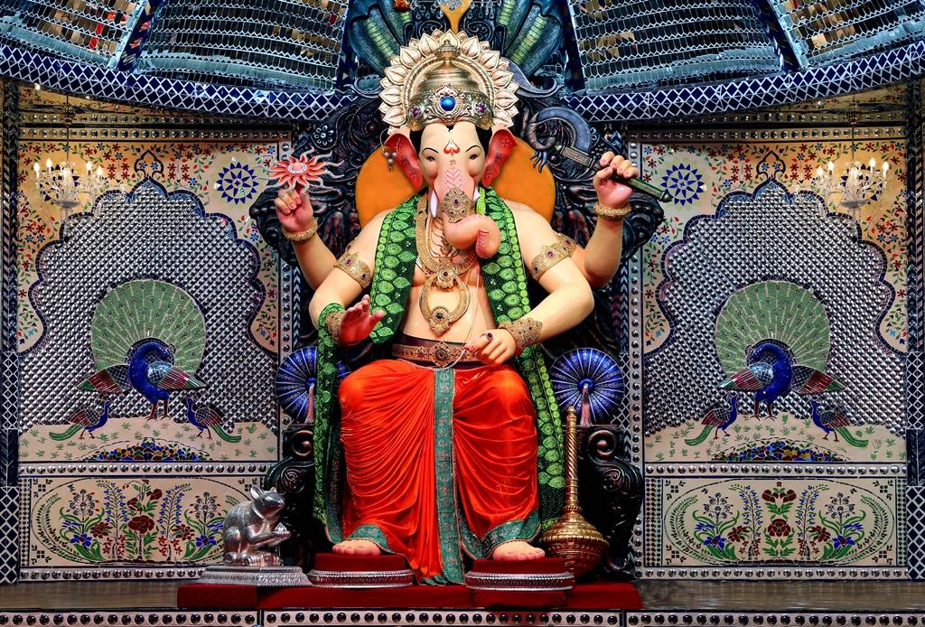 Lal bagh ka raja ganapati in mumbai wish fulfilling for Decoration ka photo