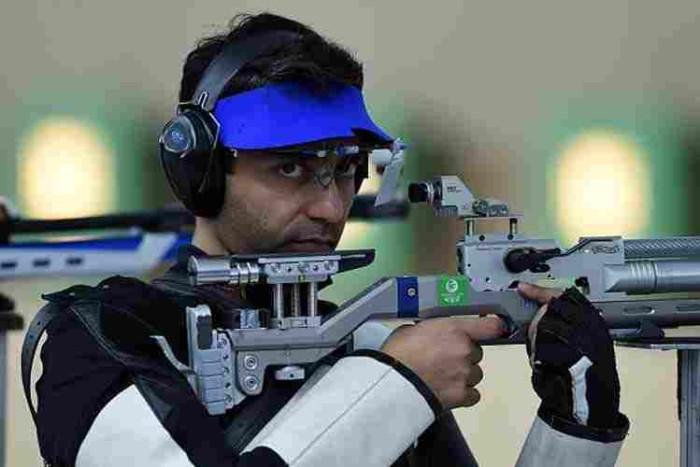 Abhinav-Bindra-Gold-Medal-Winner-Asian-Airgun-Championship-2015-700x467