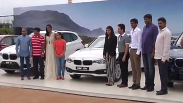 Sindhu, Sakshi get cars