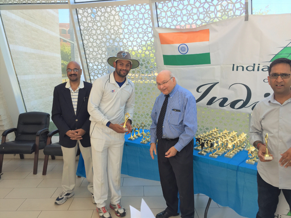 Chief Guest Dr. Virendra Mathur giving awards along with Colonel Vipin Kumar (left) and Sanjay Aggarwal (Right).