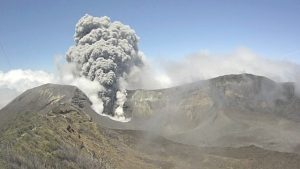 1487406020_costa-rica-volcano-spews-ash-most-powerful-eruption-20-years