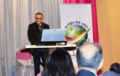 Imtiaz Munshi, a well-known local crooner, sang several Golden Oldies, which had the audience dancing away.