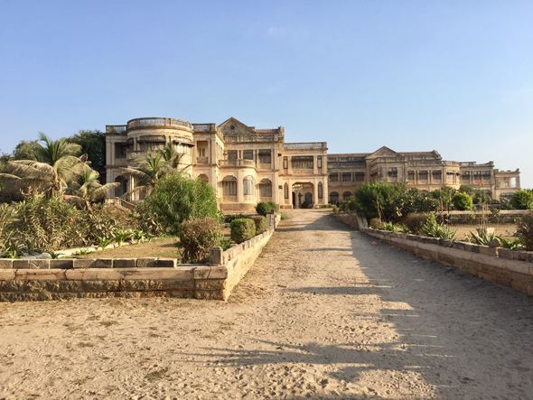 An unexpected discovery was the Huzoor Palace on the beach in Porbander. The palace appears abandoned, but you could imagine the type of lavish living Rana Narwarsinghji and his descendants held here. Imagine a Downton Abbey of India!