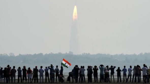 Indian onlookers watch the launch of the Indian Space Research Organisation (ISRO) Polar Satellite Launch Vehicle (PSLV-C37) at Sriharikota on Febuary 15.(AFP Photo)
