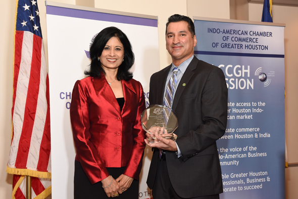 Wallis State Bank CEO Asif Dakri presented with a plaque by UH Chancellor Dr. Renu Khator. Photo: Bijay Dixit