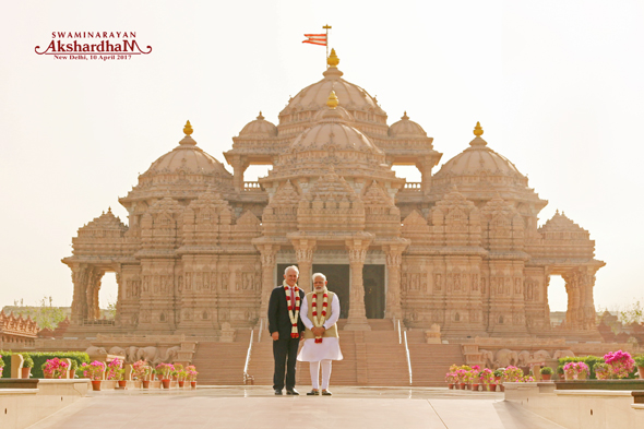 PM Narendra Modi and PM Turnbull at Swaminarayan Akshardham, New Delhi.