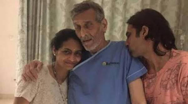 Vinod Khanna's pic, where he is looking very unwell and a shadow of his former self, went viral on Thursday morning. Hospital has refused to comment if he has cancer.