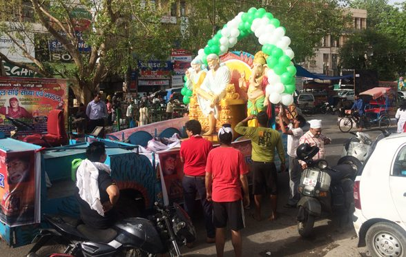 A Shridi Sai Baba Parade in the middle of the afternoon in Shiv Nagar