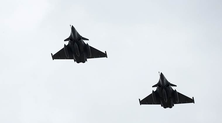 Dassault Rafale fighter jets fly over the Pyramid of the Louvre Museum as part of a rehearsal of the traditional Bastille Day military parade in Paris, France, July 11, 2016. REUTERS/Benoit Tessier