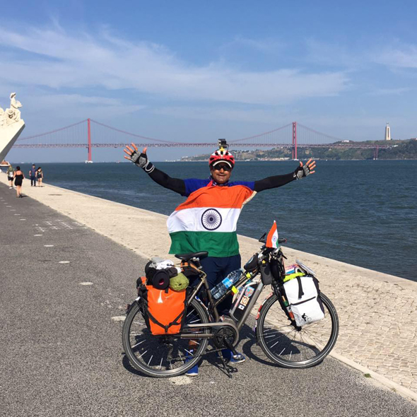 Abhishek Kumar Sharma with his bicycle in New York