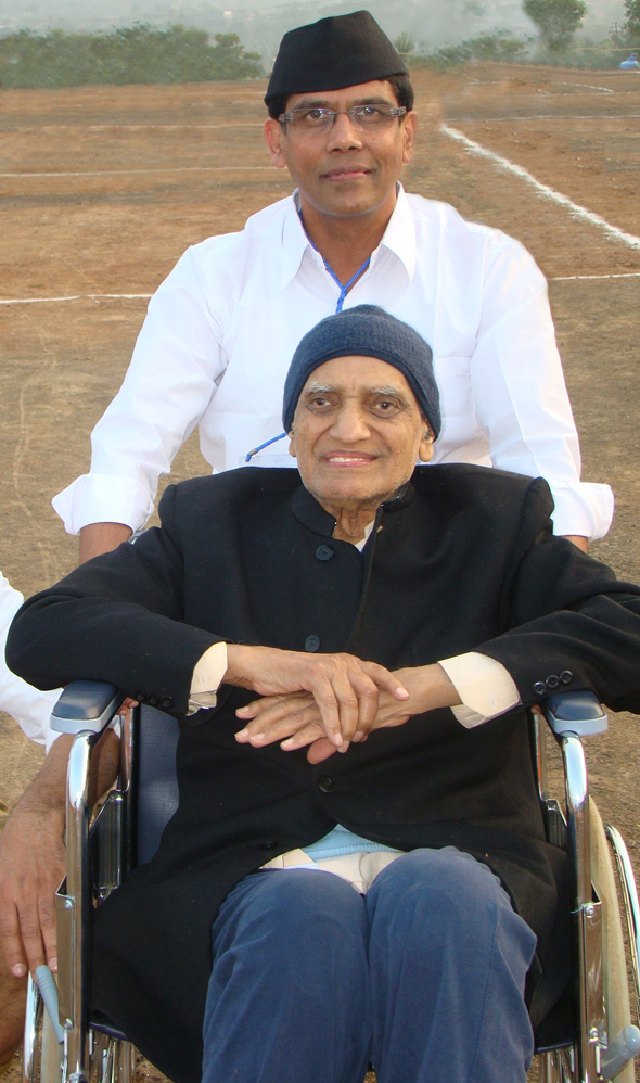 Jagdish Sharda with Vijay Pallod at Vishwa Sangh Shivir Pune 2010.