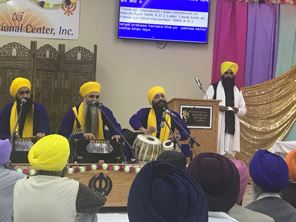 Bhai Harvinder Singh and his jatha sing a soulful and melodious kirtan