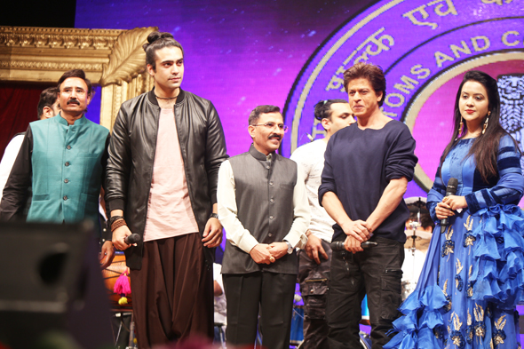 Shahrukh Khan & Amruta Fadnavis at International Customs Day '2018