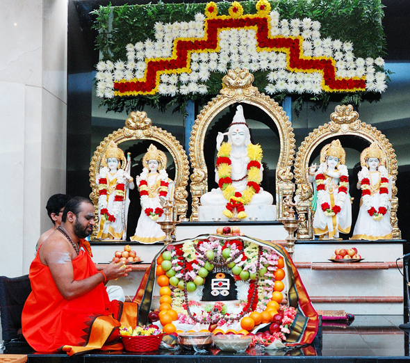 The temple priest, Sri Ganesh Satyanarayanaji, led the puja at Sri Saumyakasi Sivalaya, Chinmaya Mission Houston.