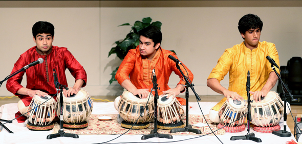Senior students of Pt. Shantilal Shah perform compositions in Drut Teentaal