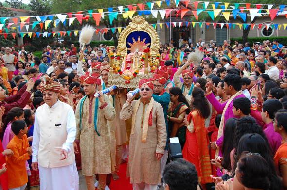 Acharya Gaurang Nanavaty amidst the procession bringing Bhagwan Ram to the Mandap