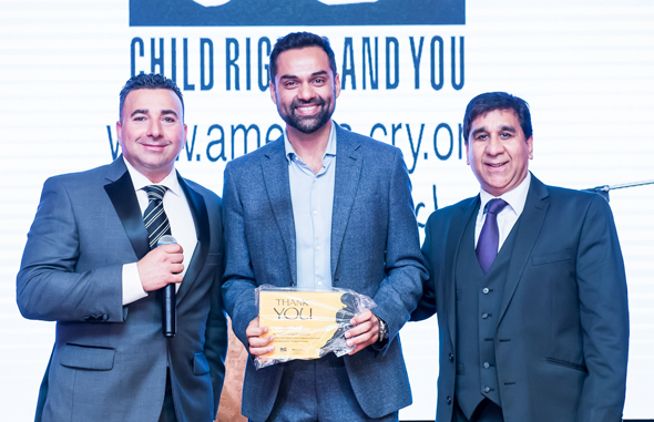 Patrick Bocco, Fundraising Manager CRY (left) and CRY Houston coordinator Dharam Bali with Bollywood actor, Abhay Deol at the fundraiser gala on Friday, May 4 in Sweetwater Country Club in Sugar Land. Photos: Murali Santhana