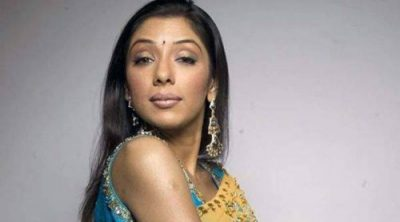 Rupali Ganguly's car's window was broken, leaving her hands bleeding and her son completely shaken.
