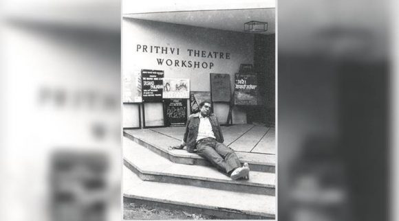 Amrish Puri on the steps of Prithvi Theatre (Courtesy: Prithvi Theatre Archive)