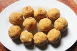 Mama's Punjabi Recipes: Atte di Pinni (Sweet Wheat Flour Balls)