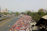 Maharashtra: Braving the heat, over 30,000 farmers reach Mumbai to protest against agrarian distress