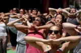 Over 700 Americans perform yoga in Texas