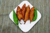 Mama's Punjabi Recipes: Hari Mirch De Pakore  (Fried Green Chilli Fritters)