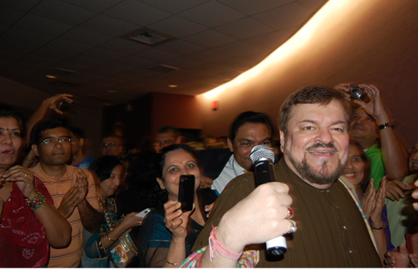 Nitin Mukesh interacting with the audiences during the show held in Houston.