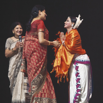 Nandita Harish felicitates, Director of Odissa Dance company Aruna Mohanty, as Rathna Kumar, Artistic Director of Samskriti looks on (far left).              Photos: Amitava Sarkar