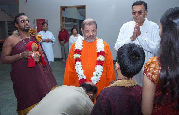"His Holiness Swami Tejomayananda, center, the spiritual leader of worldwide Chinmaya Mission, was given a ceremonial reception at Chinmaya Prabha in Houston on July 7 where he completed a week long ""Jnana Yagna"" on Svetasvatara Upanisad. "" Priest Sri Ganeshji, left, and Acharya Gaurang Nanavaty, right.      Photo: Jayesh Mistry"