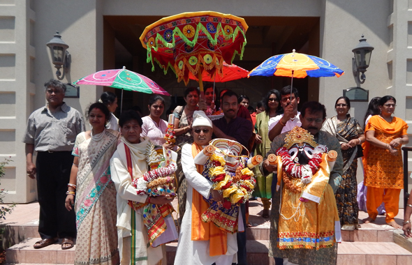 Tradition of Pohandi, transporting the deities from their homes into their rathas.