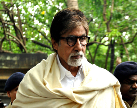 Amitabh Bachchan arrives for the funeral of late Bollywood actor Pran at Shivaji Park in Dadar, Mumbai July 13. Bachchan shared screen space in many films with the veteran actor, who played iconic villain and character roles in over 400 films. (Getty Images photo) Read more at http://www.indiawest.com/news/12115-bollywood-family-and-fans-pay-tribute-to-pran.html#JI53p5lxqDL26yLr.99