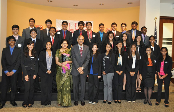 YLDP students with Consul General P. Harish and his wife Nandita.