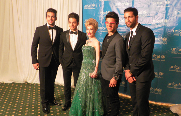The hot, young Italian group Il Volo posed with Williams and the emcee, TV actor Jesee Metcalfe.