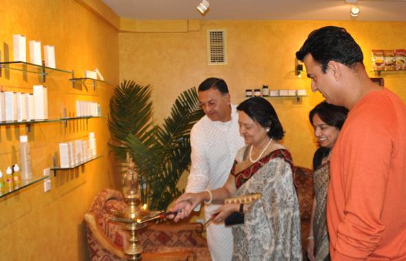From left: Acharya Sri Gaurangbhai Nanavaty, Acharya Smt. Darshanaben Nanavaty, Sunita Tarkunde, Raj Tarkunde, during the candle lighting.