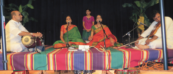 Ranjani- Gayathri, H.N. Bhaskar, Manoj Siva and Kruthi at start of the concert